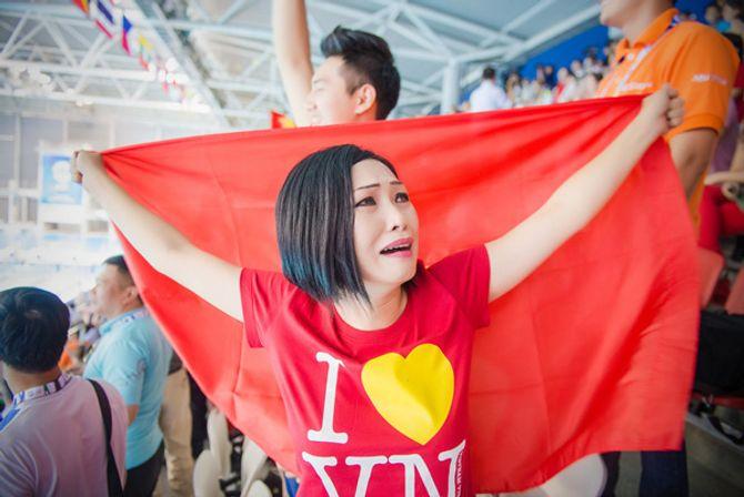 Phương Thanh khóc khi VĐV Ánh Viên giành 2 huy chương vàng - Ảnh 8
