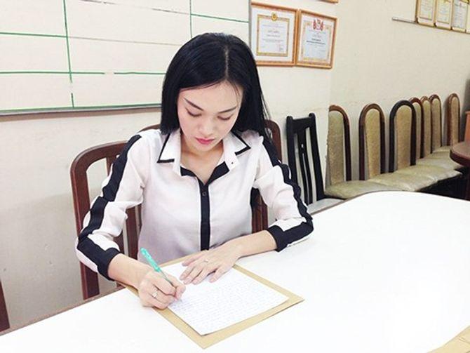 """Những mỹ nhân Việt dính scandal thi sắc đẹp """"chui"""" - Ảnh 10"""