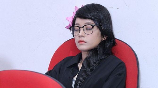 Cảm thông với những hình ảnh mệt mỏi của sao Việt ở hậu trường - Ảnh 2
