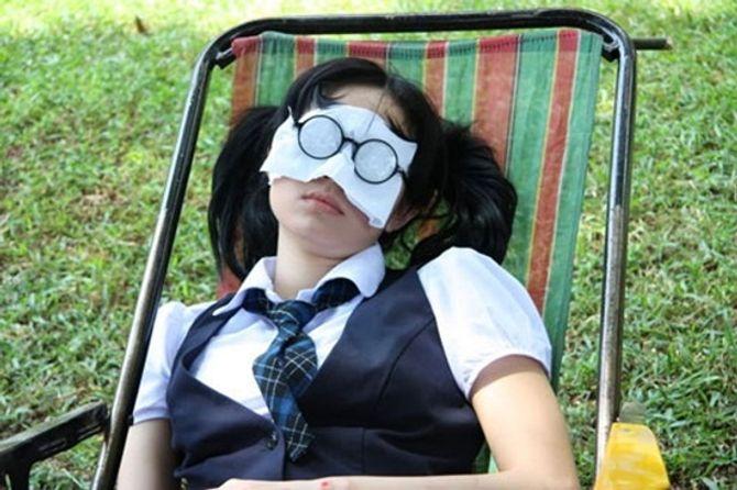 Cảm thông với những hình ảnh mệt mỏi của sao Việt ở hậu trường - Ảnh 12