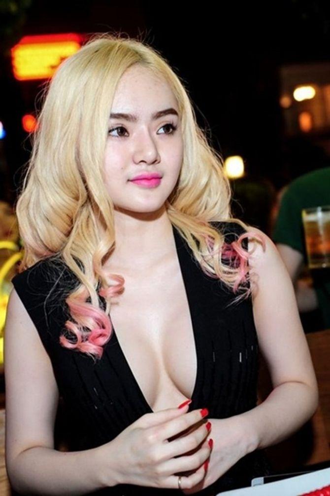 Em gái Angela Phương Trinh ngày càng hở bạo ở tuổi 19 - Ảnh 10