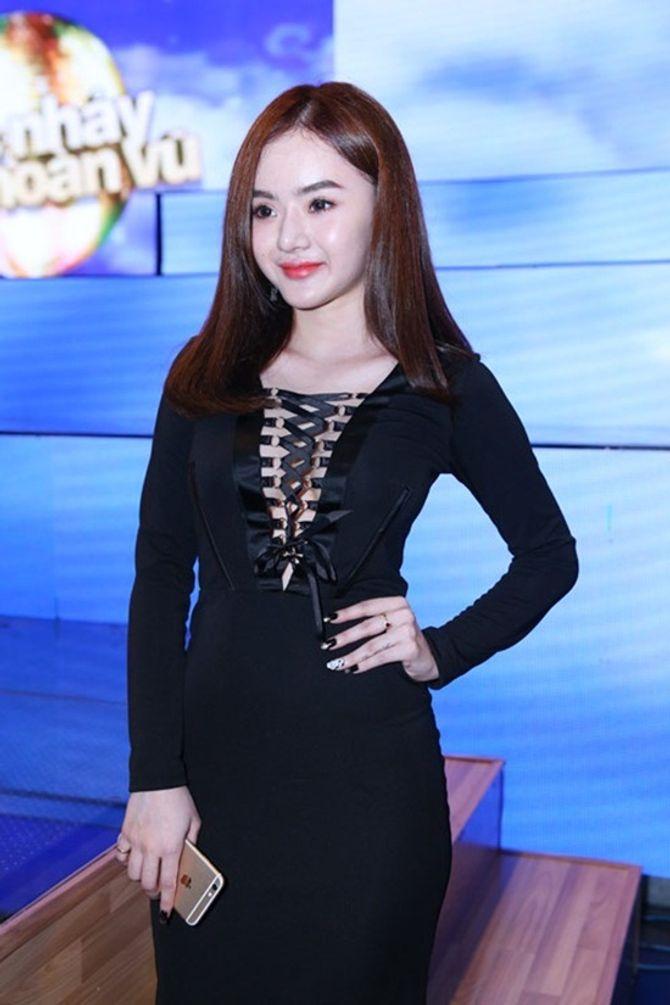 Em gái Angela Phương Trinh ngày càng hở bạo ở tuổi 19 - Ảnh 3