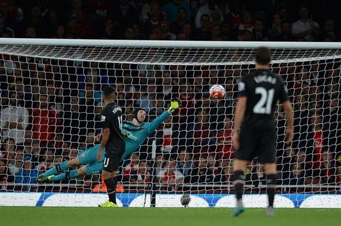 Thi đấu tưng bừng, Arsenal chia điểm Liverpool trên sân nhà - Ảnh 2