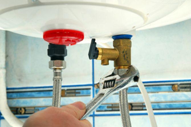 Sửa bình nóng lạnh bị dò nước và bảo dưỡng