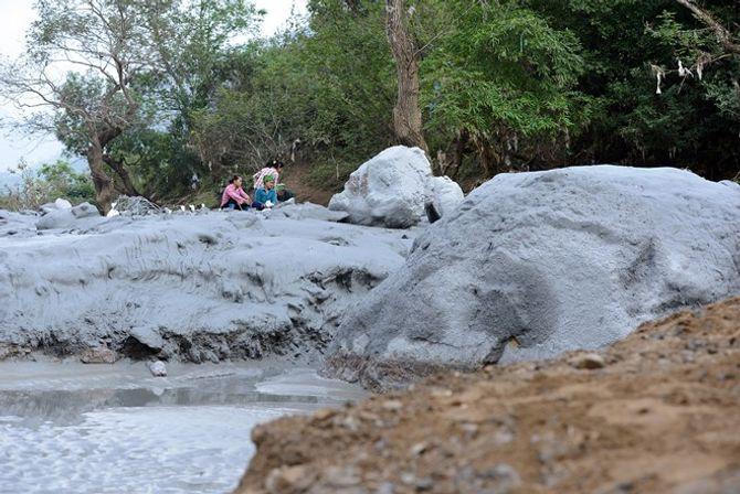 Tràn bùn thải nhà máy kẽm, nước sông Gâm có nguy cơ nhiễm chì cực độc - Ảnh 1