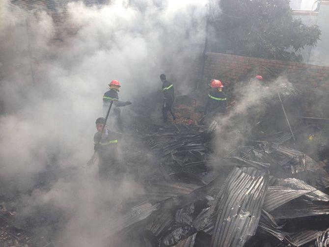 Hỏa hoạn tại TP Buôn Mê Thuột, 150 chiến sĩ tham gia cứu hỏa - Ảnh 1