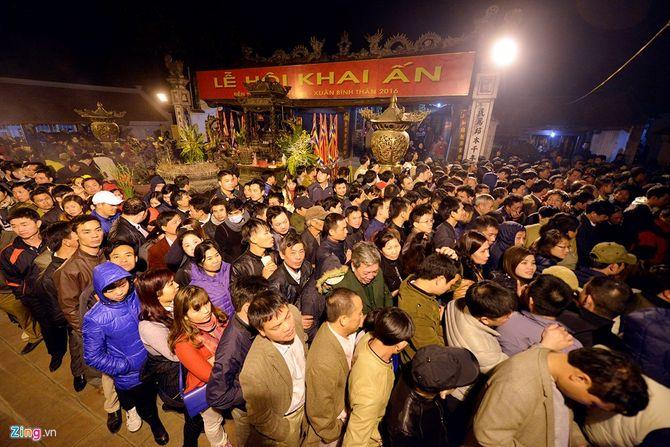 Hàng vạn người chen chân xin ấn đền Trần Nam Định - Ảnh 3