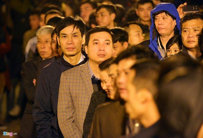 Hàng vạn người chen chân xin ấn đền Trần Nam Định - Ảnh 4