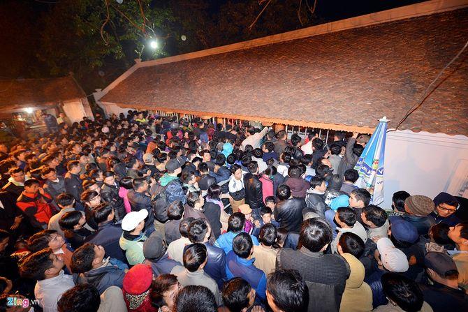 Hàng vạn người chen chân xin ấn đền Trần Nam Định - Ảnh 5