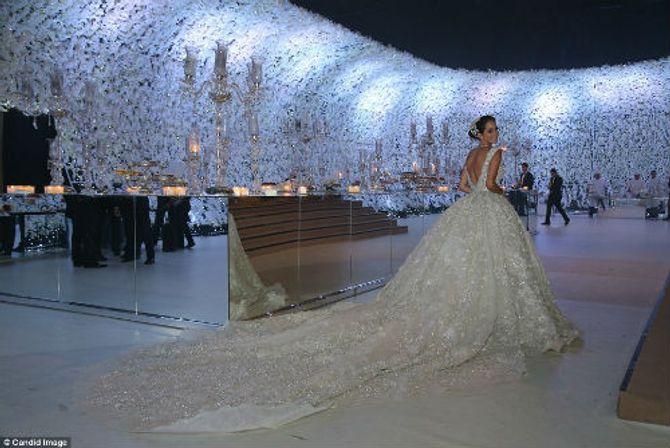 Cô dâu trong chiếc áo cưới tuyệt đẹp, một thiết kế của Elie Saab