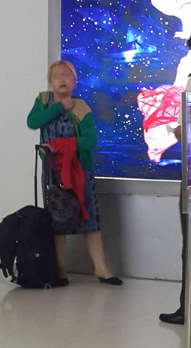 Mẹ đẻ làm ngơ nhìn con bị đánh, kéo lê tại sân bay Tân Sơn Nhất? - Ảnh 5