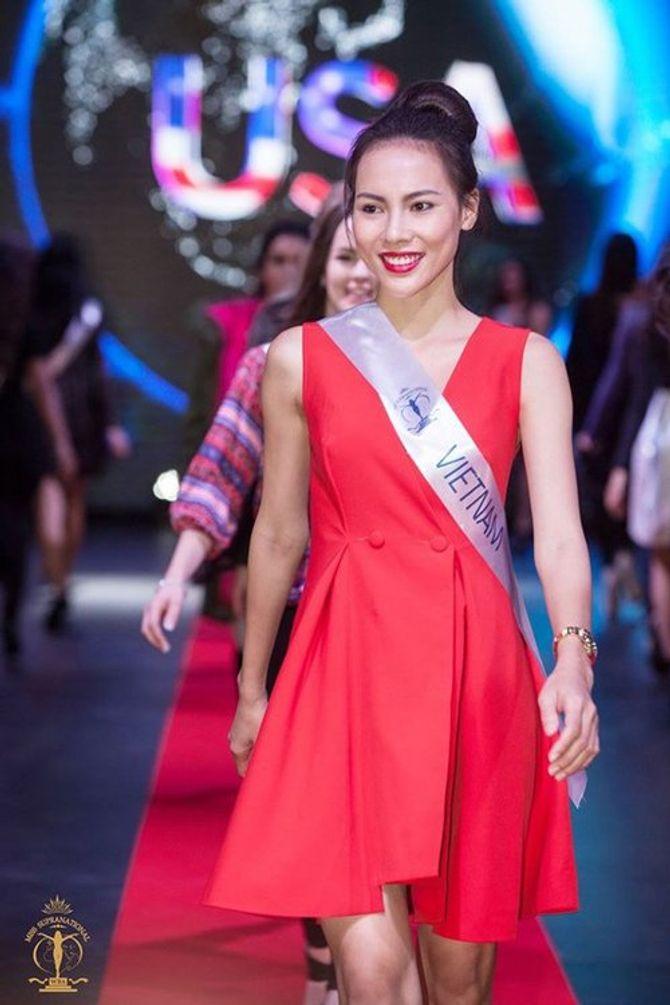 1001 sự cố của người đẹp Việt ở đấu trường quốc tế - Ảnh 1