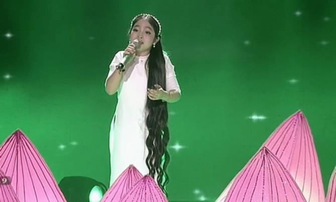 Giọng hát Việt Nhí 2015 liveshow 4: Công Quốc giả gái siêu đáng yêu - Ảnh 9