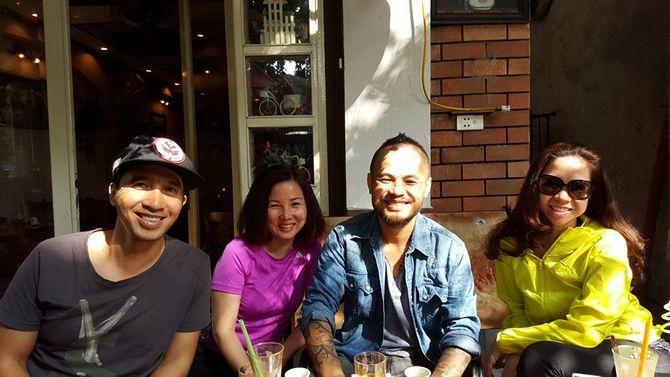 Trần Lập sụt 8kg vẫn vui vẻ đi cafe với bạn bè trong thời gian trị liệu - Ảnh 1