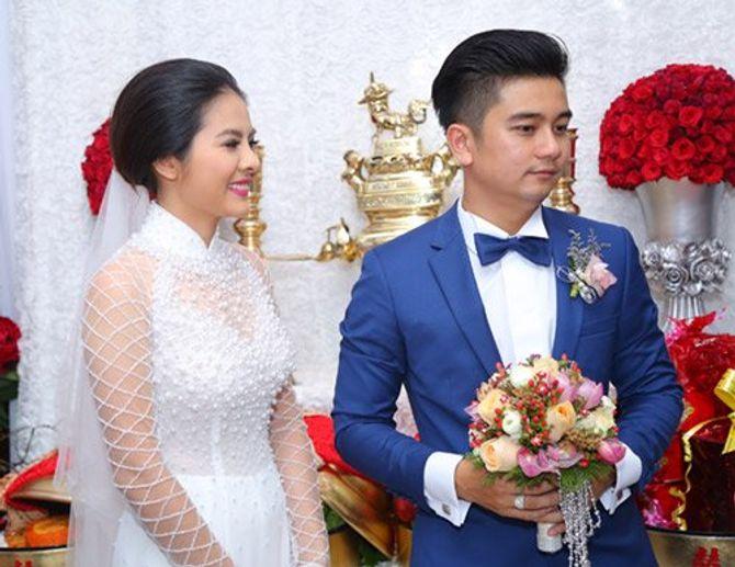 """Vân Trang ngọt ngào """"khóa môi"""" chú rể trong lễ đính hôn - Ảnh 6"""