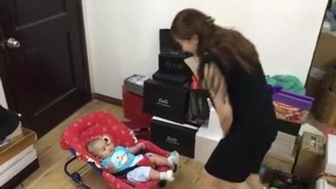 """Clip: Khánh Thi từ """"nữ hoàng dancesport"""" tới """"mẫu hậu khùng"""" - Ảnh 2"""