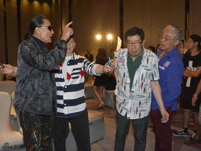 Bố Tạ Đình Phong thẳng tay tát đồng nghiệp 81 tuổi - Ảnh 3