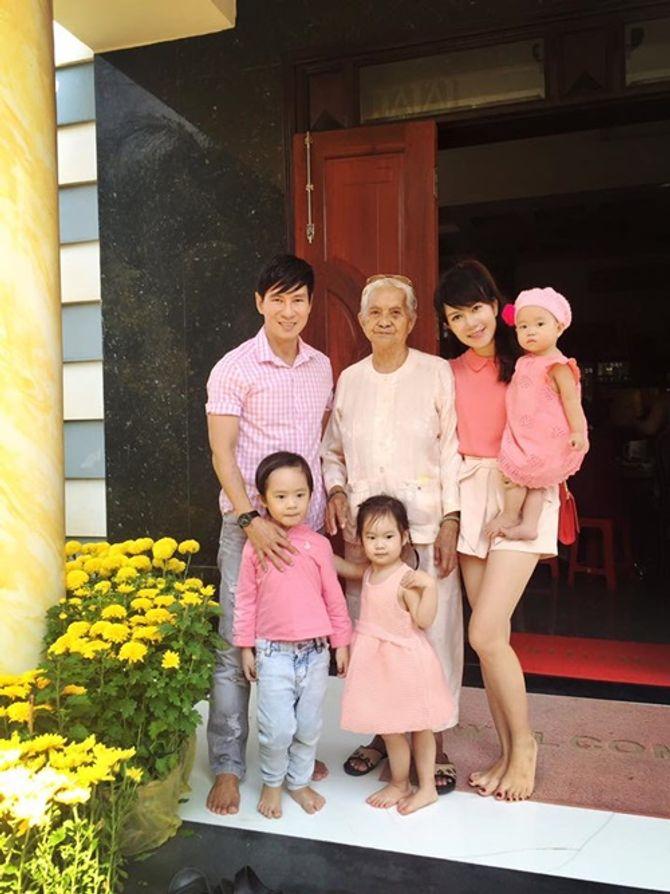 Sao Việt tưng bừng háo hức ngày mùng 1 Tết - Ảnh 9