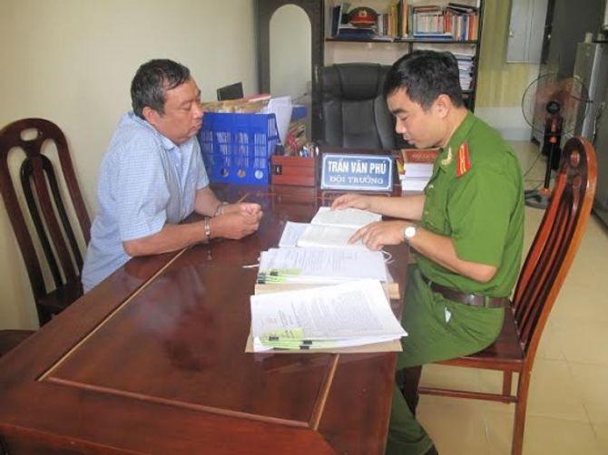 Nghệ An: Tự phong đại tá về hưu, lừa chạy việc hàng loạt - Ảnh 2