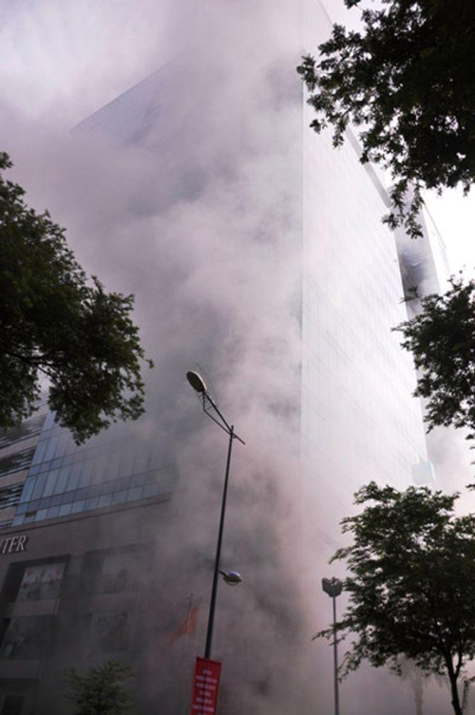 Hơn 2.000 người diễn tập chữa cháy tại tòa nhà 26 tầng - Ảnh 10
