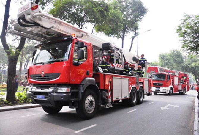 Hơn 2.000 người diễn tập chữa cháy tại tòa nhà 26 tầng - Ảnh 9