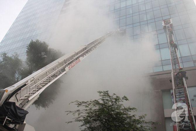Hơn 2.000 người diễn tập chữa cháy tại tòa nhà 26 tầng - Ảnh 1