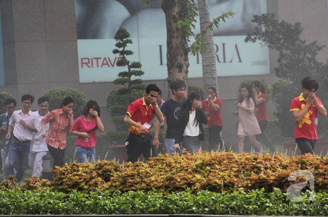 Hơn 2.000 người diễn tập chữa cháy tại tòa nhà 26 tầng - Ảnh 3