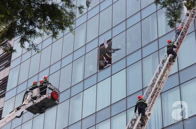 Hơn 2.000 người diễn tập chữa cháy tại tòa nhà 26 tầng - Ảnh 4