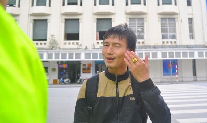 Hà Nội: Hơn 100 người đi bộ vi phạm luật bị CSGT xử phạt - Ảnh 2