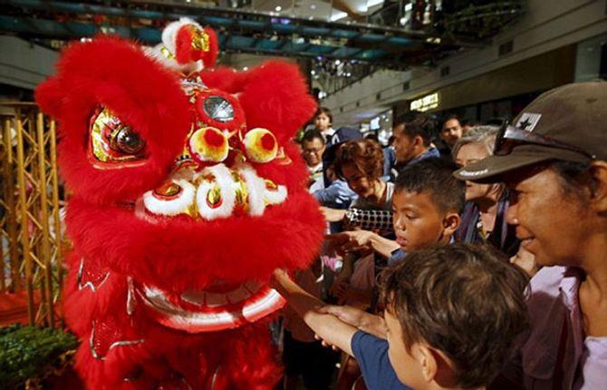 Thế giới rộn ràng chào đón năm con khỉ - Ảnh 9