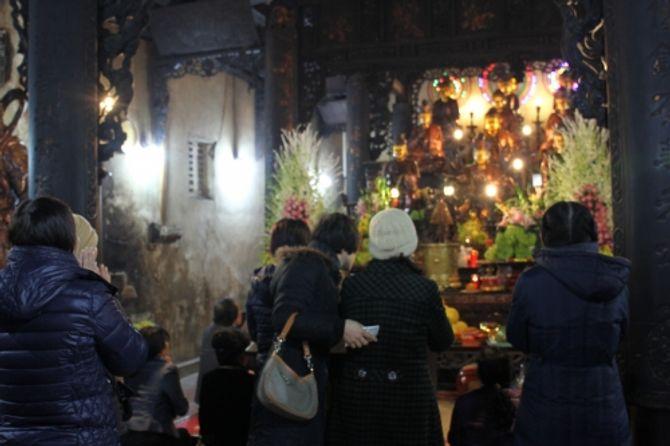 Người Hà Nội đi lễ chùa cầu may ngày đầu năm - Ảnh 8