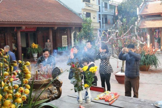 Người Hà Nội đi lễ chùa cầu may ngày đầu năm - Ảnh 10