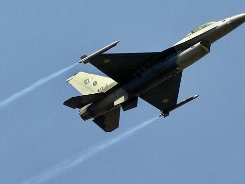 Nữ phi công Pakistan thiệt mạng trong vụ rơi máy bay quân sự - Ảnh 1