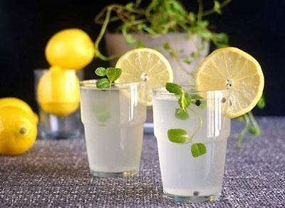 10 lợi ích sức khỏe bất ngờ từ nước chanh - Ảnh 1