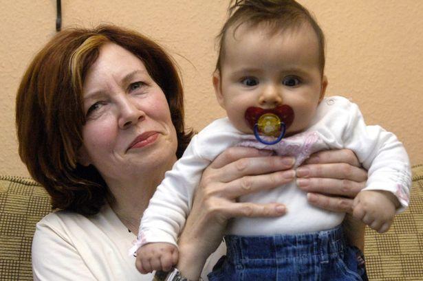 Cụ bà 65 tuổi mang thai bốn - Ảnh 1