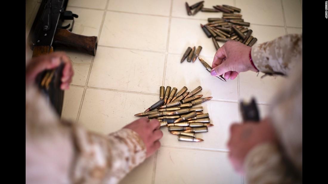 Bộ ảnh cảm động về cuộc sống của các nữ chiến binh người Kurd chống IS - Ảnh 2
