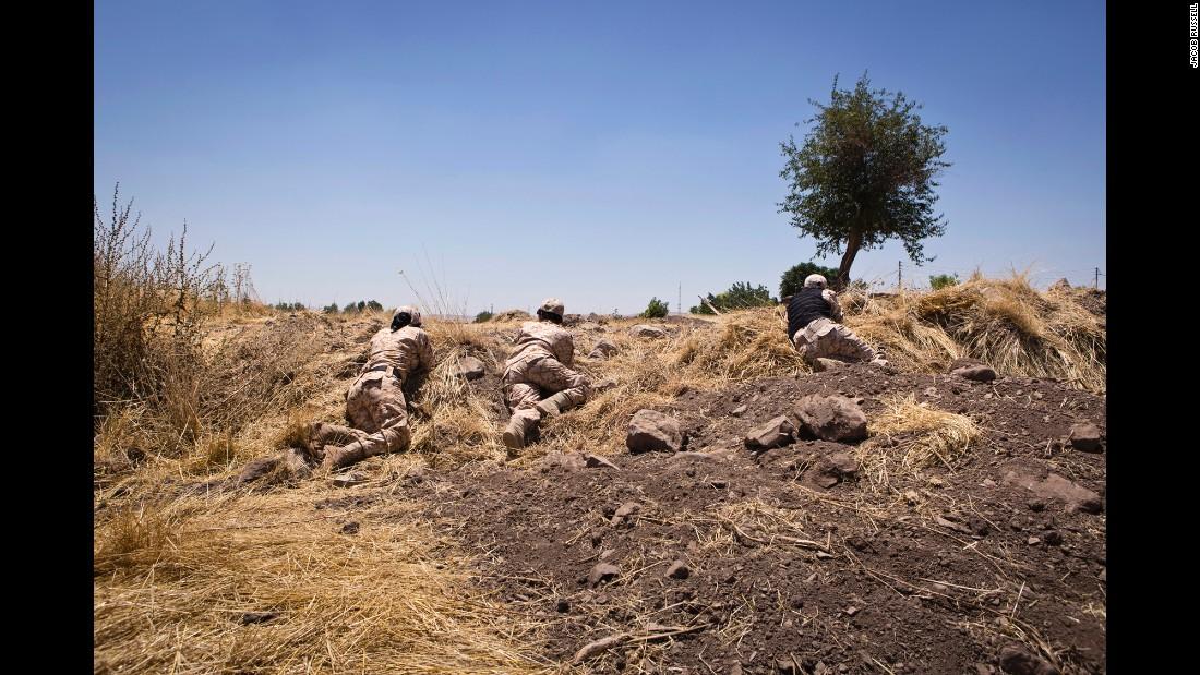 Bộ ảnh cảm động về cuộc sống của các nữ chiến binh người Kurd chống IS - Ảnh 9
