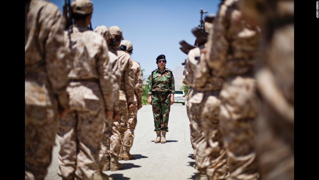 Bộ ảnh cảm động về cuộc sống của các nữ chiến binh người Kurd chống IS - Ảnh 10