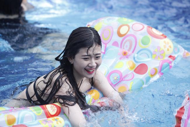 Ngắm phái đẹp Hà thành tưng bừng dự tiệc dưới nước - Ảnh 6