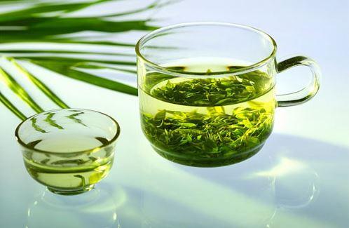 Những công dụng kì diệu của nước trà xanh pha muối - Ảnh 2