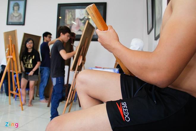 Nam sinh Sài Gòn làm người mẫu phục vụ thi đại học - Ảnh 9
