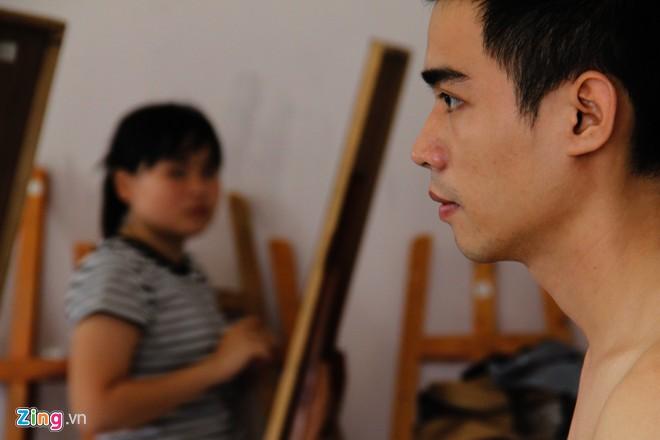 Nam sinh Sài Gòn làm người mẫu phục vụ thi đại học - Ảnh 5