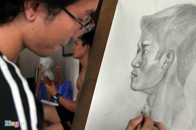 Nam sinh Sài Gòn làm người mẫu phục vụ thi đại học - Ảnh 8
