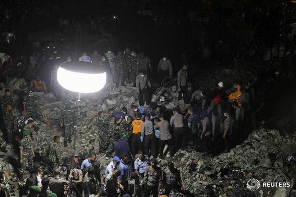 Đưa 141 thi thể nạn nhân ra khỏi hiện trường máy bay rơi - Ảnh 6