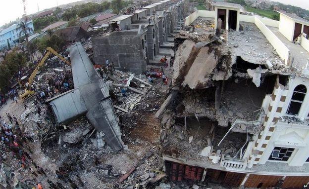 Đưa 141 thi thể nạn nhân ra khỏi hiện trường máy bay rơi - Ảnh 7