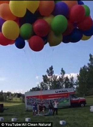 Clip bay lên trời như phim hoạt hình nhờ hơn 100 quả bóng bay  - Ảnh 2