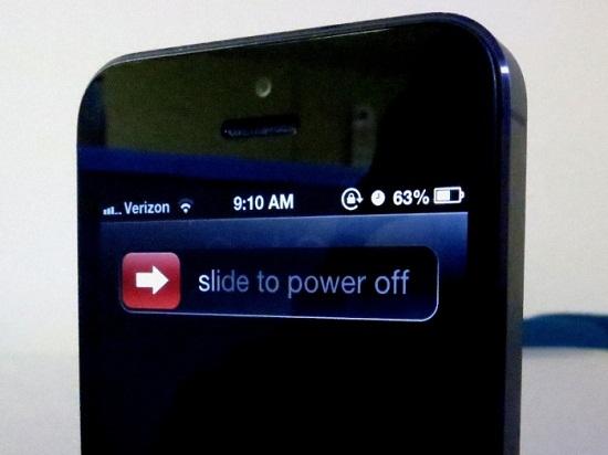 Những mẹo đơn giản để cứu smartphone bị dính nước - Ảnh 2
