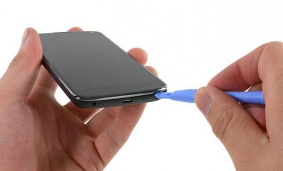 Những mẹo đơn giản để cứu smartphone bị dính nước - Ảnh 4