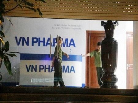 """Tống đạt cáo trạng truy tố 9 bị can vụ bán thuốc ung thư """"dỏm"""" ở VN Pharma - Ảnh 1"""