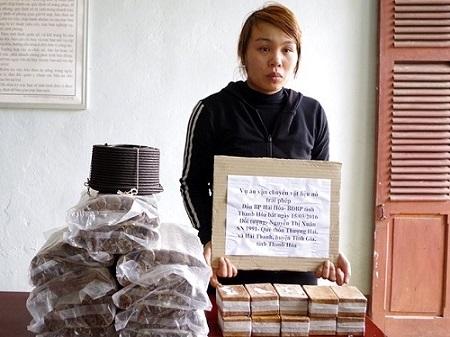 Cô gái 9X vận chuyển 20 kg thuốc và 1.000 kíp nổ  - Ảnh 1